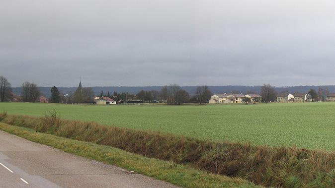 Une vaste clairière agricole