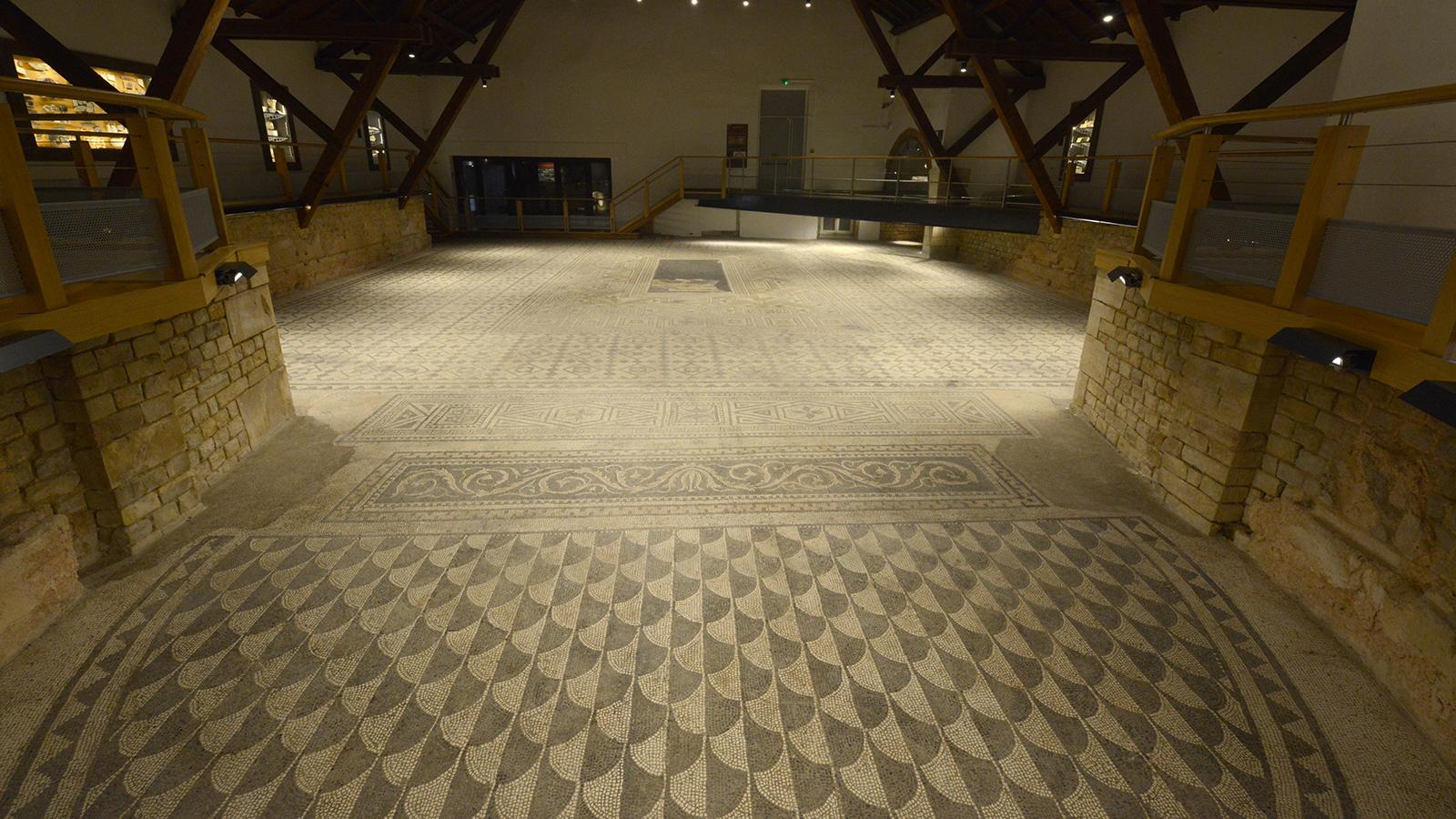 Vue sur la mosaïque depuis l'abside
