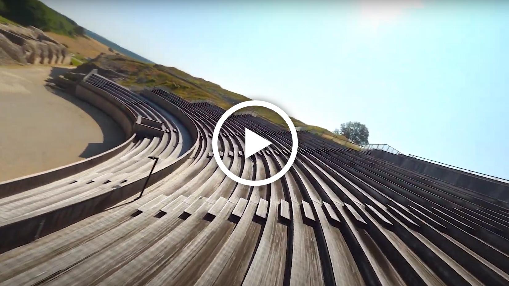 Vidéo - Vol au dessus des gradins